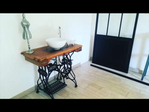 machine-coudre-transforme-lavabo-upcycling-detournement-meuble