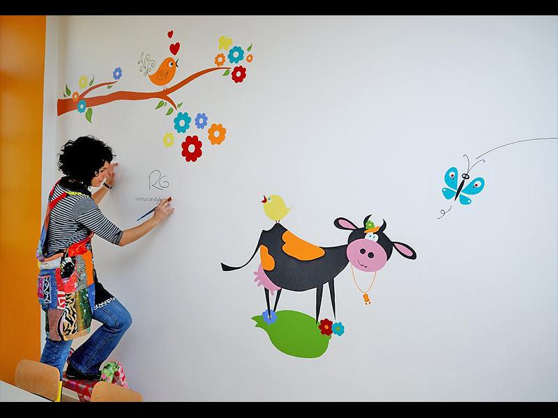 fresque-cantine-ecole-nature-vache-fleur-campagne-peinture-murale-2